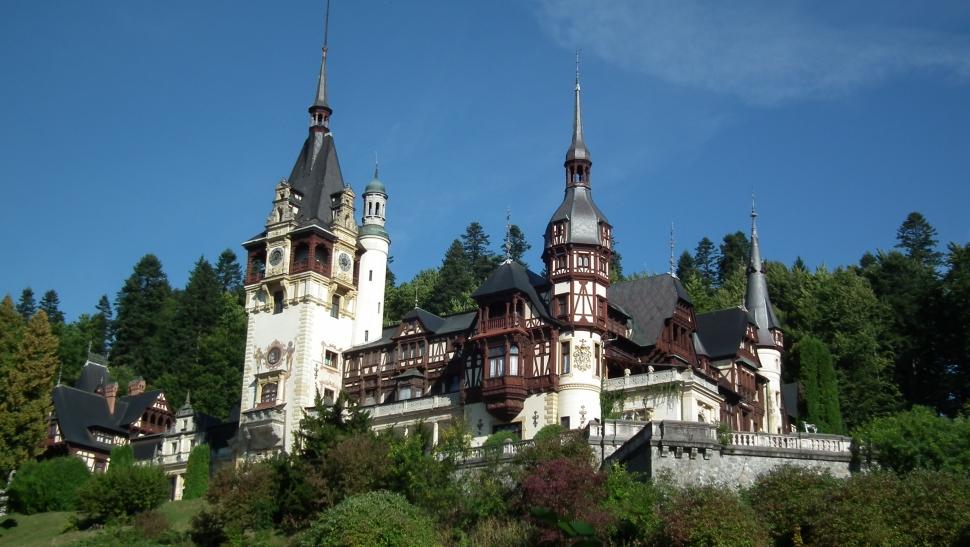 Imagini pentru castelul peles